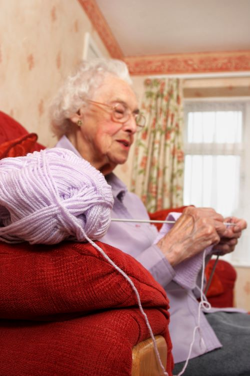 90 year old woman knitting